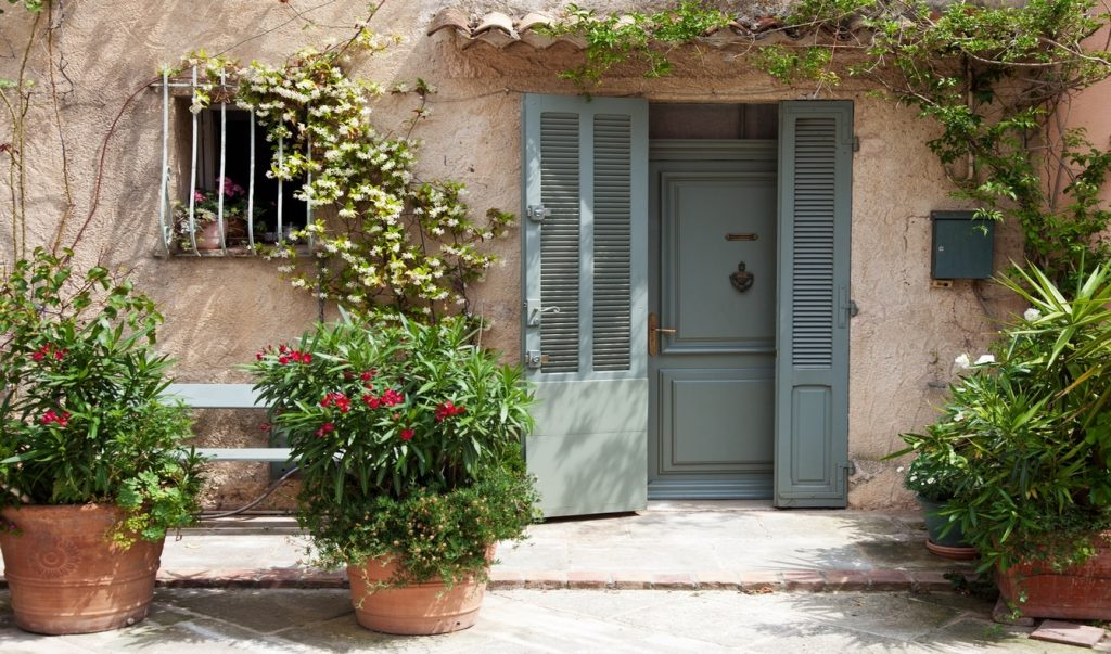 top 5 things to know before buying in France